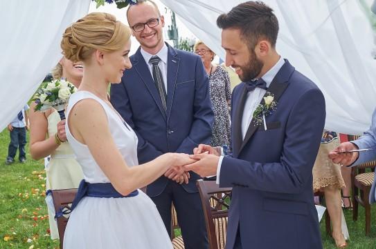 Ceremonia ślubna plener i składanie ślubnej przysięgi na ślubie cywilnym