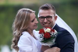 Plener ślubny Krasiczyn radość małżonków