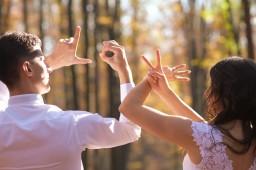 Plener ślubny love z dłoni