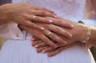 Plener ślubny obrączki detal