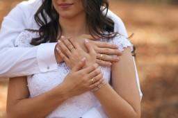 Plener ślubny obrączki i splot dłoni