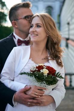 Plener ślubny piękny portret w czułym uścisku