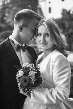 Plener ślubny portret Pary Młodej w czerni i bieli