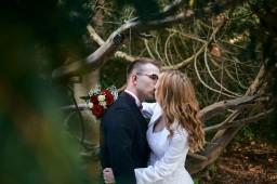 Plener ślubny w Krasiczynie pocałunek
