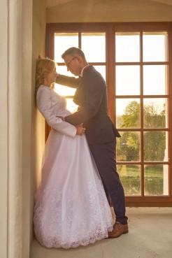Plener ślubny w Krasiczynie zachodzące słońce