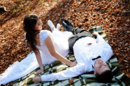 Plener ślubny w lesie w Hermanowej na kocu