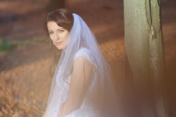 Plener ślubny w lesie złota jesień Pani Młoda