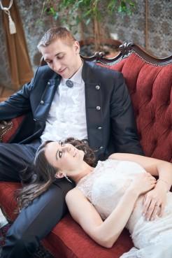 Plener Zamek zakochana para Młoda wpatruje się w siebie
