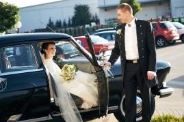 Po ceremonii wyjście z samochodu Pani Młodej