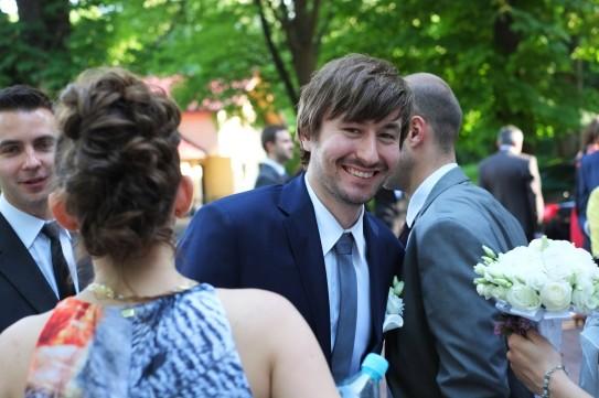 Po kościelnej ceromonii ślubnej szczęśliwy Pan Młody