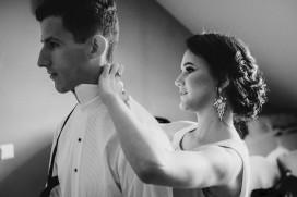 Przygotowania ślubne Pan Młody i siostra