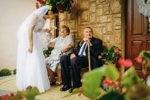 Przygotowania ślubne Pani Młoda i dziadkowie