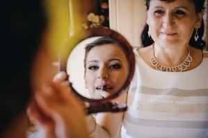 Przygotowania ślubne Pani Młoda lusterko makijaż