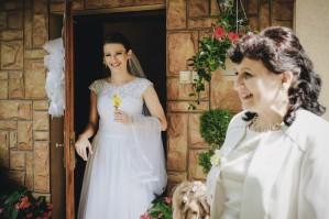 Przygotowania ślubne Pani Młoda radość