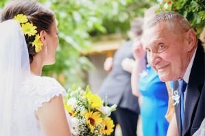 Przygotowania ślubne radość dziadka