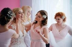 Przygotowania kolczyki i biżueria ślubna