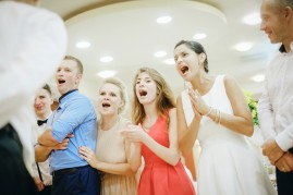 Wesele radość i śpiew gości weselnych