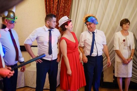 Zabawa weselna emocje, śmiech i radość gości weselnych