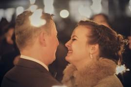 Zabawa weselna sztuczne ognie i miłość